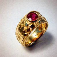 Lotus ring in 18K yellow gold with ruby