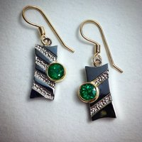Earrings in 18K white and yellow gold with high grade emeralds