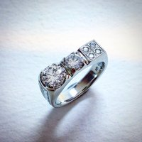 LADIES RING IN 18K WHITE GOLD WITH DIAMONDS